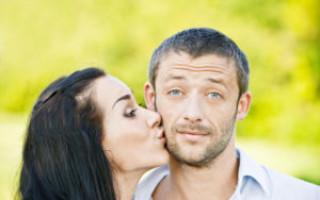 Что означает поцелуй в щёку во сне – возможные толкования по соннику