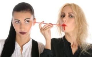 Мать – энергетический вампир: признаки, способы защиты и восстановления сил