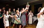 Что значит поймать букет невесты на свадьбе – народные приметы и свадебные традиции