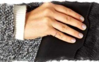 Значение родинки на мизинце левой и правой руки для мужчин и женщин