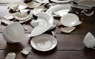 К чему разбивается тарелка – примета, объяснения