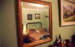 Можно ли ставить кровать напротив зеркала – народные приметы, какие меры можно предпринять