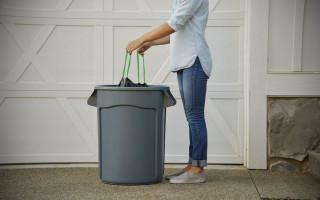 Почему нельзя выносить мусор вечером – примета, объяснения