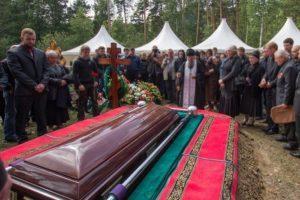 Что нужно делать после смерти близкого человека по обычаям и по закону