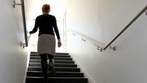 К чему снится подниматься по лестнице || Сонник подниматься по лестнице вверх с трудом